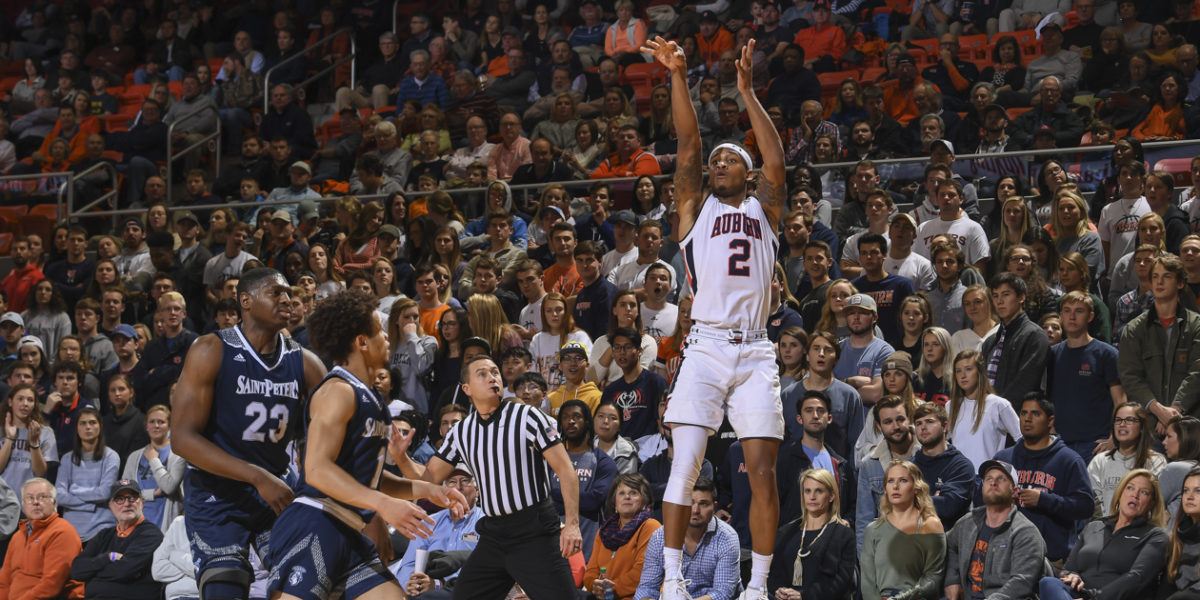 AU continues to handle business on the hardwood